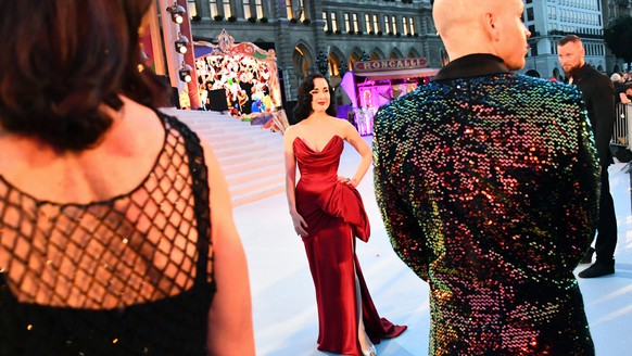 epa07635797 US burlesque dancer Dita von Teese arrives for the 'Life Ball' charity event at the Rathaus city hall square in Vienna, Austria, 08 June 2019. The 26th Life Ball is a charity fundraiser for HIV and Aids projects.  EPA/CHRISTIAN BRUNA