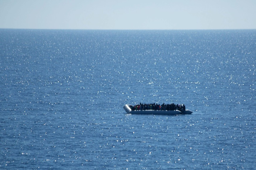 epa04749126 A handout image relased by the German Bundeswehr armed forces on 15 May 2015 of migrants on a dinghy spotted by German Navy's frigate 'Hessen' at sea in the Mediterranea off the Libya coast, 14 May 2015. More than 100 migrants in distress spotted on a rubber dinghy in the open waters were saved and brought aboard frigate Hessen. They shall be handed in to Italian authorities in a Sicilian harbour.  EPA/CHRISTIAN KRUSE / HANDOUT MANDATORY CREDIT: BUNDESWEHR/PAO MITTELMEER  - SOURCE DOES NOT PERMIT ANY ALTERATIONS TO THE IMAGE HANDOUT EDITORIAL USE ONLY/NO SALES HANDOUT EDITORIAL USE ONLY/NO SALES HANDOUT EDITORIAL USE ONLY/NO SALES