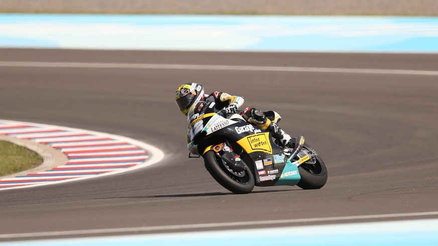 epa05239816 Swiss Thomas Luethi of Derendigner Interwetten team in action during a practice session of Argentina Motorcycling Grand Prix at Termas de Rio Hondo circuit, in Termas de Rio Hondo, Argentina, 01 April 2016.  EPA/NICOLAS AGUILERA