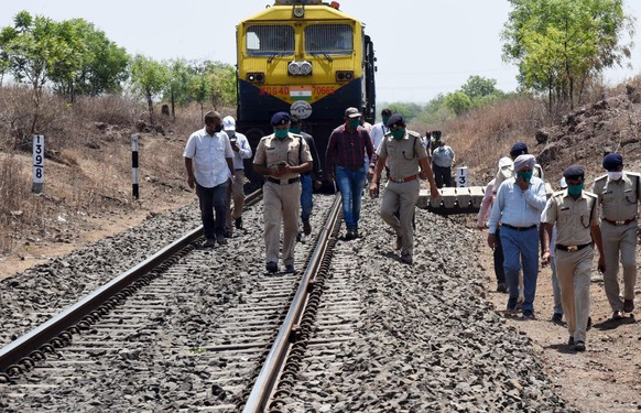 epa08409344 Officials and police inspect at the site of train mishap in which 15 migrant workers were killed near Aurangabad, India, 08 May 2020. According to news reports, atleast 15 migrant workers were killed when they were sleeping on railway tracks and were run over by a goods train. The migrant workers were reportedly on their way back to the state of Madhya Pradesh.  EPA/STR