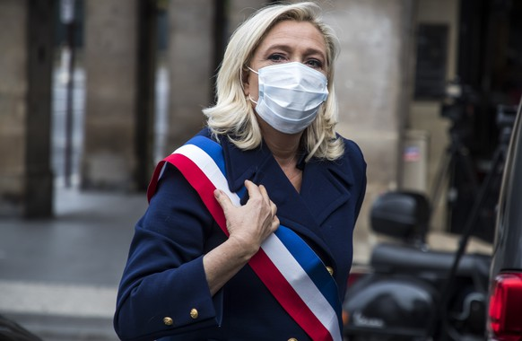 epa08395031 French far-right political party Rassemblement National (RN) leader Marine Le Pen wears a face mask as she arrives to lay a wreath of flowers at the statue of Joan of Arc in Paris, France, 01 May 2020. The party's traditional rally for Labor Day will not be held this year due to containment measures and the nationwide lockdown taken in an attempt to stop the spread of the SARS-CoV-2 coronavirus.  EPA/CHRISTOPHE PETIT TESSON