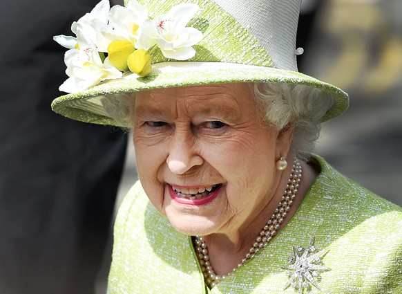 epa05270332 Britain's Queen Elizabeth II attends her 90th birthday celebrations in Windsor, Britain, 21 April 2016. Thousands of people turned out to wish Britain's longest serving monarch a happy birthday.  EPA/ANDY RAIN