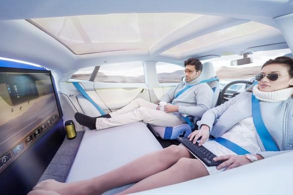 Selbstfahrende Autos: Heute schon haben Google und verschiedene Autounternehmen Prototypen von selbstfahrenden Autos. Nicht mehr technische, sondern vor allem juristische Probleme müssen noch gelöst werden. Doch dem selbstfahrenden Auto gehört die Zukunft.