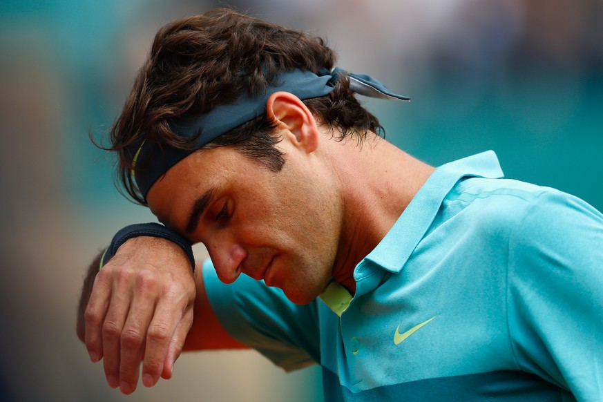 MONTE-CARLO, MONACO - APRIL 16:  Roger Federer of Switzerland looks down in his match against Gael Monfils of France during day five of the Monte Carlo Rolex Masters tennis at the Monte-Carlo Sporting Club on April 16, 2015 in Monte-Carlo, Monaco.  (Photo by Julian Finney/Getty Images)