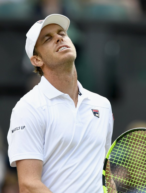 epa06082864 Sam Querrey of the USA in action against Andy Murray of Britain during their quarter final match for the Wimbledon Championships at the All England Lawn Tennis Club, in London, Britain, 12 July 2017.  EPA/WILL OLIVER EDITORIAL USE ONLY/NO COMMERCIAL SALES