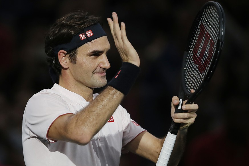 Roger Federer of Switzerland acknowledges applauses after defeating Fabio Fognini of Italy during their third round match of the Paris Masters tennis tournament at the Bercy Arena in Paris, France, Thursday, Nov. 1, 2018. Roger Federer won 6-4, 6,3. (AP Photo/Michel Euler)