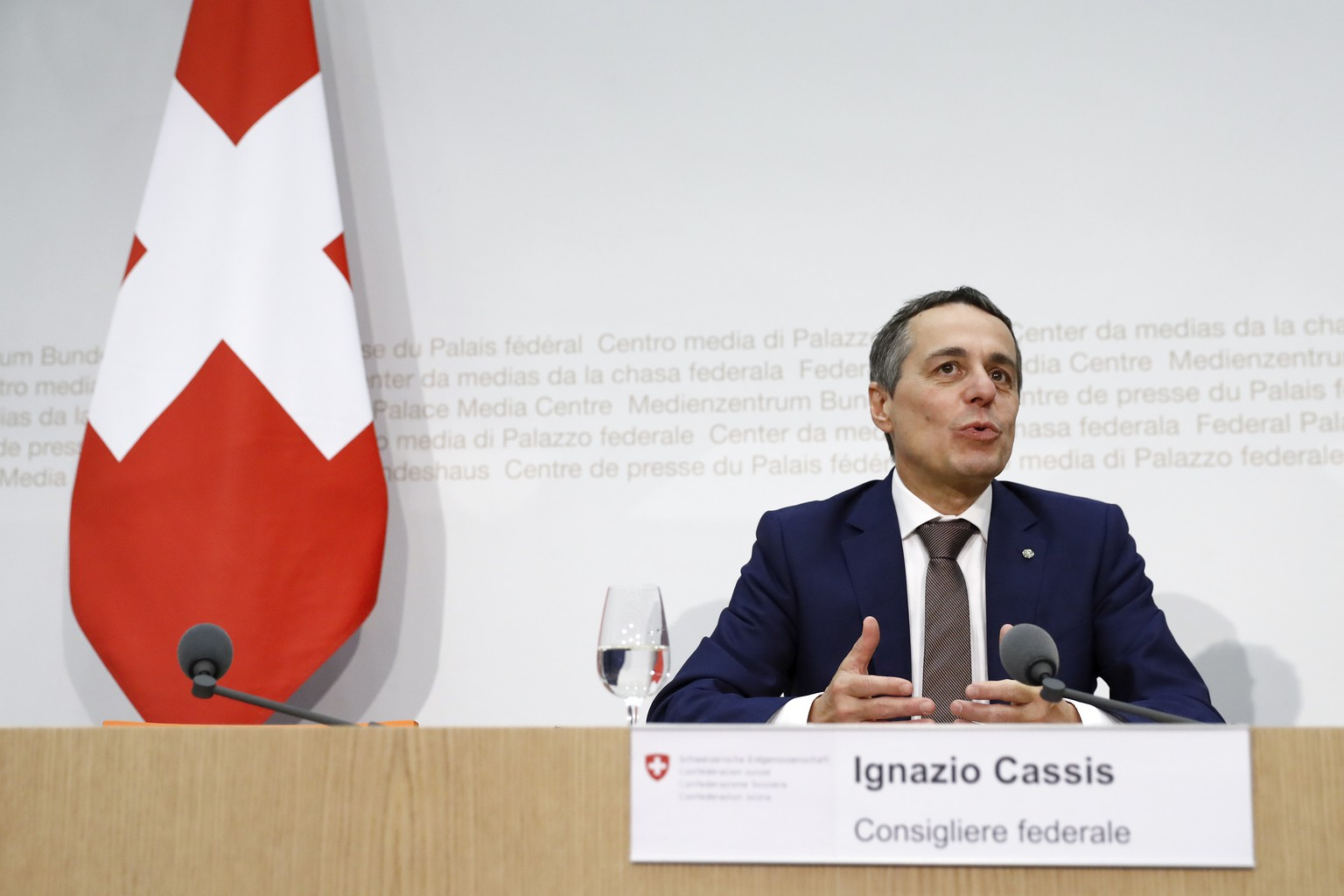 Der neugewaehlte Bundesrat Ignazio Cassis spricht waehrend einer Medienkonferenz, am Mittwoch, 20. September 2017 in Bern. (KEYSTONE/Peter Klaunzer)