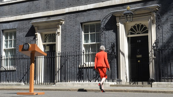 epaselect epa07596539 British Prime Minister Theresa May departs after addressing the media to announcing her resignation, outside 10 Downing Street, Central London, Britain, 24 May 2019. Mrs May announced she will resign as Prime Minister on 07 June 2019 in the meantime triggering a leadership contest to succeed her as the leader of the governing Conservative Party.  EPA/NEIL HALL