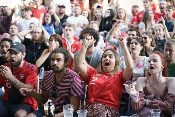Fans watch the European Championship quarterfinal soccer match between Switzerland and Spain at a public viewing in Bern, Switzerland, Friday, 2 July 2021. (KEYSTONE/Manuel Lopez)
