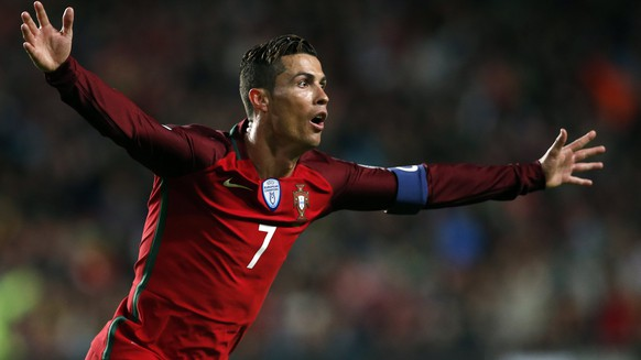 epa05870707 Portugal's player Cristiano Ronaldo celebrates after scoring a goal during their 2018 FIFA World Cup Russia group B qualifying soccer match against Hungary at Luz Stadium in Lisbon, Portugal, 25 March 2017.  EPA/TIAGO PETINGA