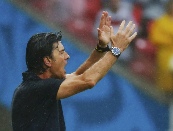 Germany's coach Joachim Loew gestures during their 2014 World Cup Group G soccer match against the U.S. at the Pernambuco arena in Recife June 26, 2014. REUTERS/Laszlo Balogh (BRAZIL  - Tags: SOCCER SPORT WORLD CUP)