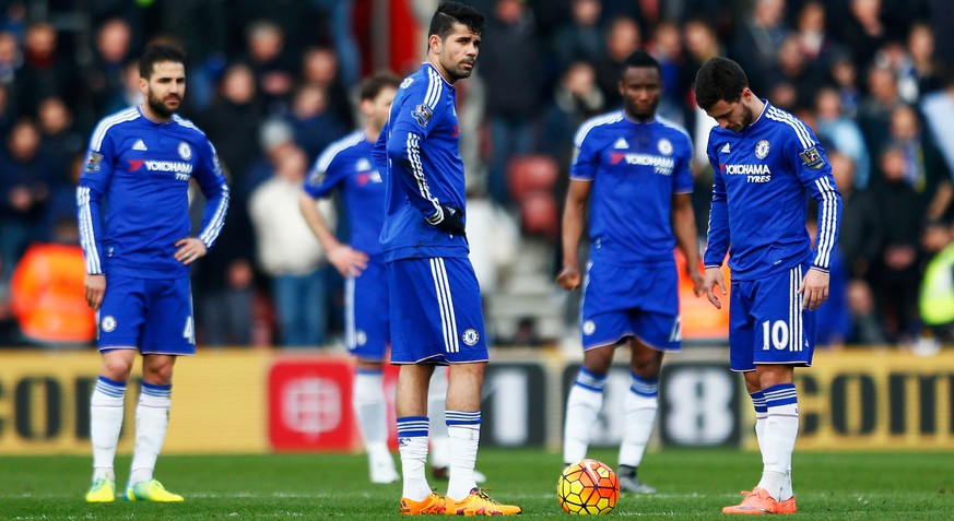 SOUTHAMPTON, ENGLAND - FEBRUARY 27: Diego Costa (C), Eden Hazard (R) and Chelsea players react after Southampton's first goal during the Barclays Premier League match between Southampton and Chelsea at St Mary's Stadium on February 27, 2016 in Southampton, England.  (Photo by Julian Finney/Getty Images)