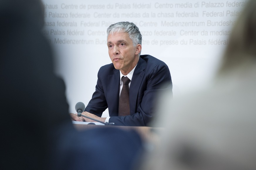 Bundesanwalt Michael Lauber aeussert sich zum Fall FIFA und zu seiner Wiederwahl, am  Mittwoch, 17. Juni 2015, in Bern. (KEYSTONE/Marcel Bieri)