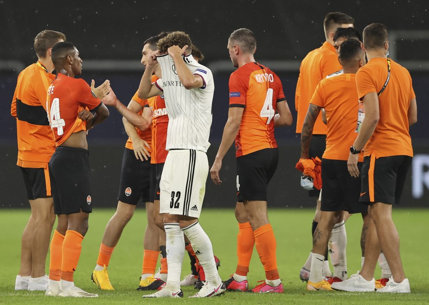 epa08598160 Yannick Marchand of Basel (C) reacts after the UEFA Europa League quarter final match between Shakhtar Donetsk and FC Basel in Gelsenkirchen, Germany, 11 August 2020.  EPA/Wolfgang Rattay / POOL