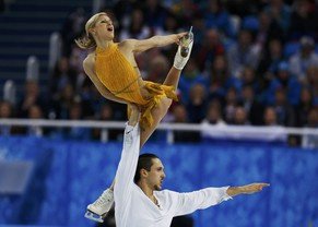 Russia's Tatiana Volosozhar and Maxim Trankov compete during the Figure Skating Pairs Free Skating Program at the Sochi 2014 Winter Olympics, February 12, 2014.   REUTERS/Alexander Demianchuk (RUSSIA  - Tags: OLYMPICS SPORT FIGURE SKATING)