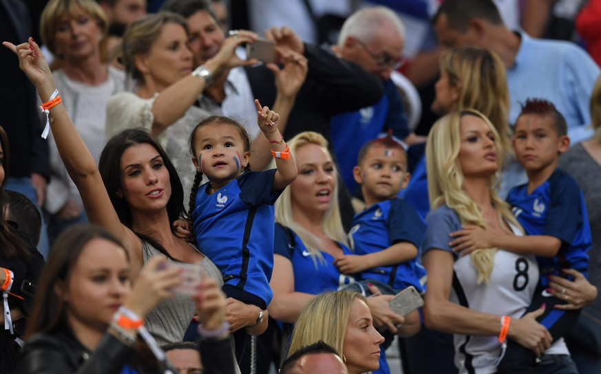 epa05368369 Ludivine Sagna (L) wife of France player Bacary Sagna, and Ludivine Payet (2-R), wife of France player Dimitri Payet, with their children in the stands during the UEFA EURO 2016 group A preliminary round match between France and Albania at Stade Velodrome in Marseille, France, 15 June 2016.