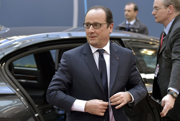 France's President Francois Hollande arrives for an European Union leaders summit in Brussels February 12, 2015. Hollande said on Thursday that the deal agreed in Minsk by Germany, France, Russia and Ukraine aimed at ending the conflict in Ukraine was not a guarantee of long-term success.   REUTERS/Eric Vidal (BELGIUM - Tags: POLITICS)