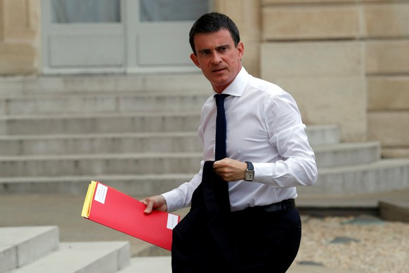 French Prime Minister Manuel Valls arrives at the Elysee Palace in Paris, France, July 16, 2016, to attend a defence meeting two day after the Bastille Day truck attack in Nice. REUTERS/Philippe Wojazer