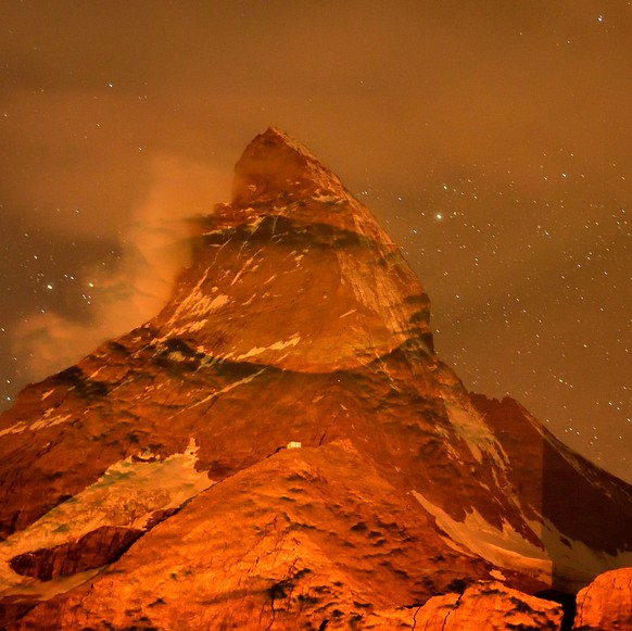 epa08574752 A handout photo made available on 30 July 2020 by Hofstetter Marketing shows the Matterhorn of Zermatt in Switzerland transformed by light into Mars look, by Swiss light artist Gerry Hofstetter as an artistic performance requested by the NASA for the launch of the MARS 2020 Mission Perseverance Rover. Launch successful liftoff on 30th July 2020 at Kennedy Space Center Florida, USA.  EPA/FRANK SCHWARZBACH / HOFSTETTER MARKETING / HANDOUT HANDOUT, NO SALES, DARF NUR MIT VOLLSTAENDIGER QUELLENANGABE VERWENDET WERDEN HANDOUT EDITORIAL USE ONLY/NO SALES