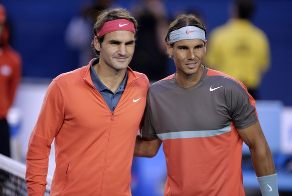 Rafael Nadal of Spain, right, and  Roger Federer of Switzerland pose at the net before their semifinal at the Australian Open tennis championship in Melbourne, Australia, Friday, Jan. 24, 2014.(AP Photo/Rick Rycroft)