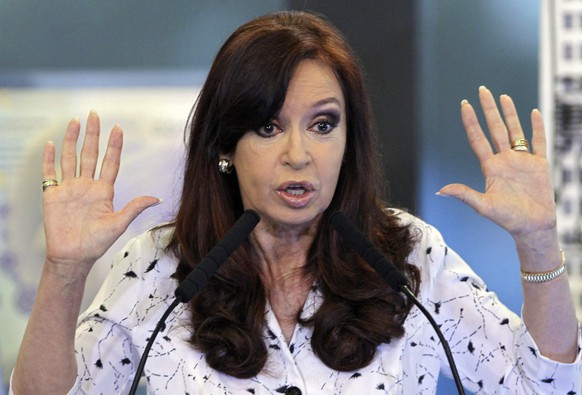 epa05305066 (FILE) A file photo dated 22 January 2014 shows former Argentine president Cristina Fernandez de Kirchner delivering  a speech to supporters during her first appearance in a public act inside Casa Rosada presidential house in Buenos Aires, Argentina. An Argentine judge on 13 May 2016 authorized charges against former President Fernandez de Kirchner in a case involving alleged irregularities in dollar futures contracts carried out by the Central Bank during her administration. The complainants alleged that the Central Bank was selling dollar futures at below-market rates to prop up the Argentine currency.  EPA/DAVID FERNANDEZ *** Local Caption *** 52692665