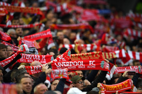 epa07554392 Fans of Liverpool sing You'll never walk alone before the UEFA Champions League semi final 2nd leg match between Liverpool FC and FC Barcelona at Anfield, Liverpool, Britain, 07 May 2019.  EPA/NEIL HALL