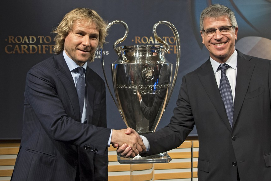 epa05854044 Juventus vice-president Pavel Nedved (L) and FC Barcelona's vice-president Jordi Mestre (R) shake hands next to the Champions League trophy following the quarter-final draw of the UEFA Champions League 2016/17, at the UEFA headquarters in Nyon, Switzerland, 17 March 2017. Juventus will face FC Barcelona in the quarter-finals.  EPA/JEAN-CHRISTOPHE BOTT