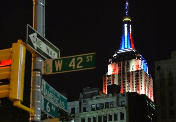 """A vertical LED illuminated """"meter"""" located atop the spire of the Empire State Building in New York shows the preliminary results of the midterm US Senate elections on November 04, 2014. As the Senate results are projected and allocated to candidates the LED illuminated """"meter"""" will ascend in either red or blue — reflective of the party (red for Republican, blue for Democrat).   AFP PHOTO / Mladen ANTONOV"""