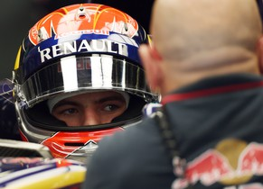 17-year-old Toro Rosso driver Max Verstappen of Netherlands listens to his mechanic in his pit prior to start the first practice session at the Formula One Japanese Grand Prix in Suzuka on October 3, 2014. Japanese Formula One Grand Prix will take place on October 5.   AFP PHOTO / TOSHIFUMI KITAMURA