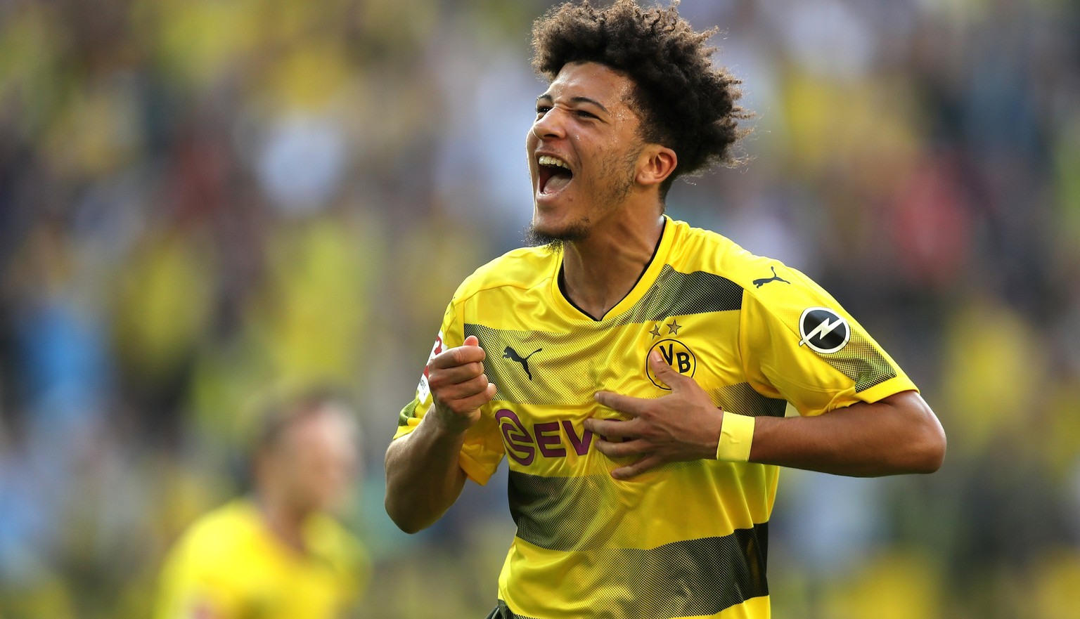 epa06683959 Dortmund's Jadon Sancho (C) celebrates scoring the opening goal during the German Bundesliga soccer match between Borussia Dortmund and Bayer Leverkusen in Dortmund, Germany, 21 April 2018..  EPA/FRIEDEMANN VOGEL EMBARGO CONDITIONS - ATTENTION: Due to the accreditation guidelines, the DFL only permits the publication and utilisation of up to 15 pictures per match on the internet and in online media during the match.