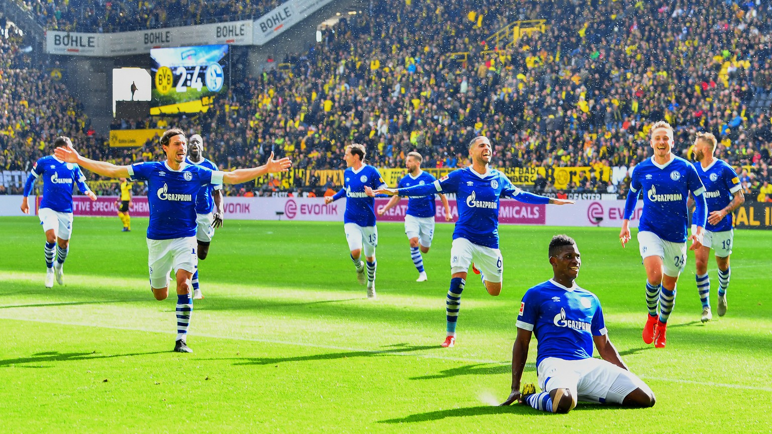 epa07532607 Schalke's Breel Embolo (front R) celebrates with his teammates after scoring the 4-2 lead during the German Bundesliga soccer match between Borussia Dortmund and FC Schalke 04 in Dortmund, Germany, 27 April 2019.  EPA/DAVID HECKER CONDITIONS - ATTENTION: The DFL regulations prohibit any use of photographs as image sequences and/or quasi-video.