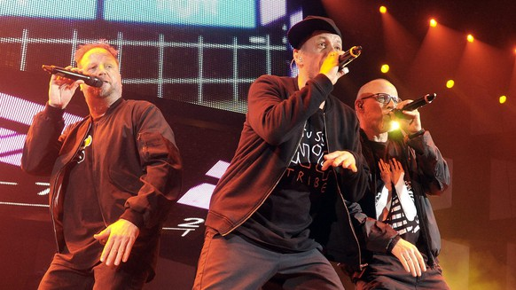 epa04552790 German hip hop group Die Fantastischen Vier, also known as Fanta 4, performs on stage during a concert at the Wiener Stadthalle in Vienna, Austria, 09 January 2015.  EPA/HERBERT PFARRHOFER