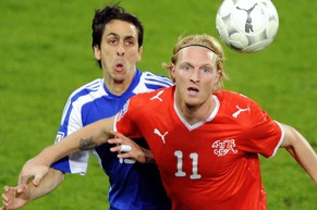 Switzerland's Marco Padalino, right, vies with Israel's Yoav Zic, left, during the World Cup South Africa 2010 Group 2 qualifying soccer match between Switzerland and Israel at the St. Jakob-Park stadium in Basel, Switzerland, Wednesday, October 14, 2009. (KEYSTONE/Walter Bieri)