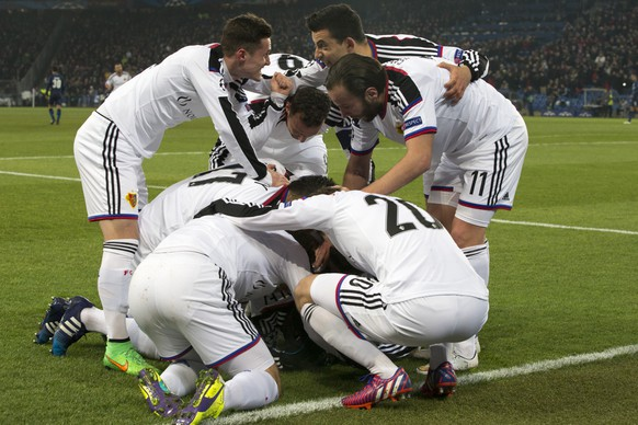 Players of FC Basel celebrate the first goal during an UEFA Champions League round of sixteen first leg soccer match between Switzerland's FC Basel 1893 and Portugal's FC Porto in the St. Jakob-Park stadium in Basel, Switzerland, on Wednesday, February 18, 2015. (KEYSTONE/Patrick Straub)