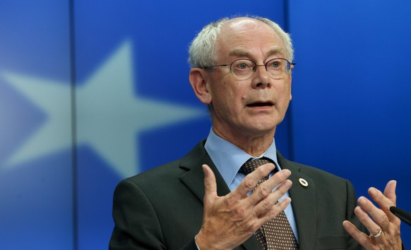 epa04228827 President of the European Council Herman Van Rompuy gives a news conference at the end of an informal dinner of heads of states and government of the EU at the European Council headquarters in Brussels, Belgium, 27 May 2014. During the informal European Council, heads of states and government discussed the results of the European Parliament elections and the latest developments in Ukraine following the presidential elections.  EPA/OLIVIER HOSLET