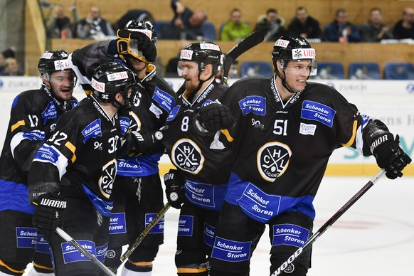 Lugano's players with Ryan Gardener, right, celebrate after he scored 3-1, during the game between HC Lugano and Avtomobilist Yekaterinburg, at the 90th Spengler Cup ice hockey tournament in Davos, Switzerland, Monday, December 26, 2016. (KEYSTONE/Gian Ehrenzeller)