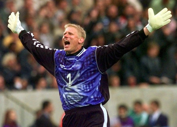 Danish goalkeeper Peter Schmeichel celebrates his teams 1-0 win over Saudi Arabia in the group C match at the 1998 soccer World Cup  between Saudi Arabia and Denmark at the Felix Bollaert Stadium in Lens on Friday June 12, 1998. The other teams in group C are France and South Africa. (KEYSTONE/AP Photo/Rick Bowmer)  === ELECTRONIC IMAGE ===