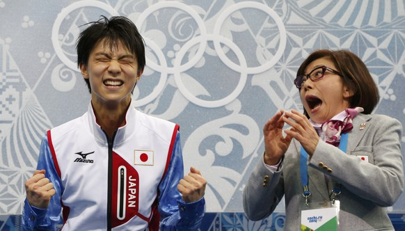 """REFILE - ADDING ADDITIONAL ID Japan's Yuzuru Hanyu reacts with Japan figure skating coach Yoshiko Kobayashi in the """"kiss and cry"""" area during the Figure Skating Men's Short Program at the Sochi 2014 Winter Olympics, February 13, 2014.    REUTERS/Lucy Nicholson (RUSSIA  - Tags: OLYMPICS SPORT FIGURE SKATING)"""