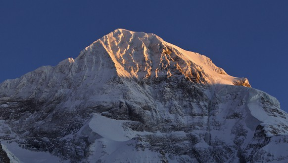 The peak of Mount Moench in the canton of Berne, Switzerland, pictured on January 11, 2012. (KEYSTONE/Martin Ruetschi)