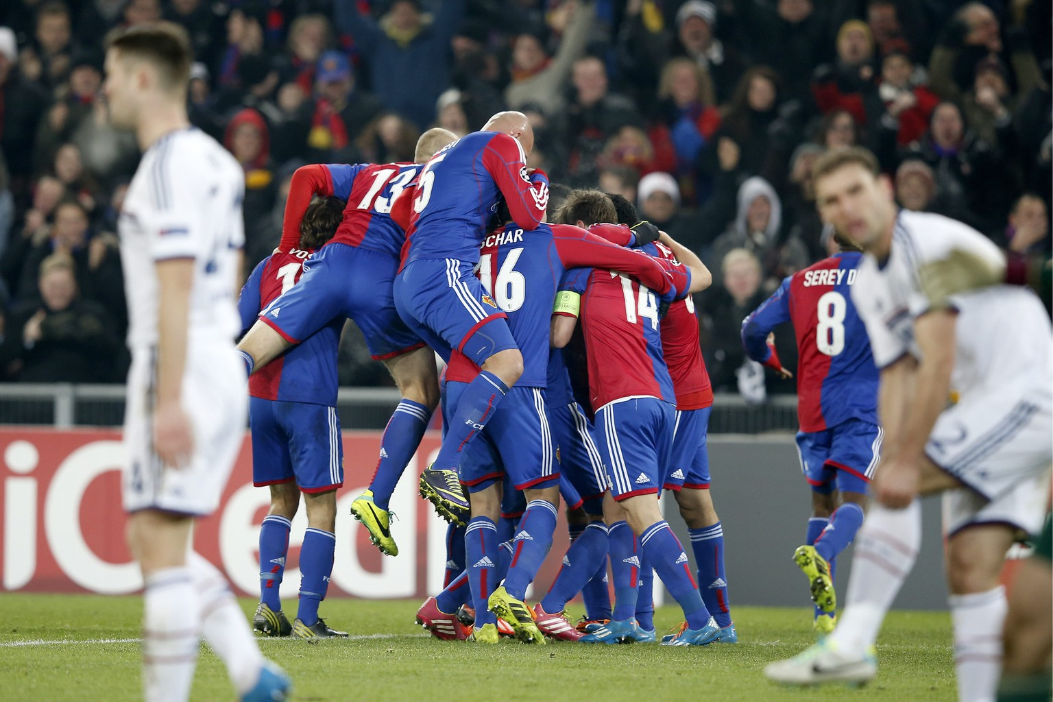 Basel's players celebrate after Basel's Mohamed Salah scored the 1-0 during an UEFA Champions League group E group stage matchday 5 soccer match between Switzerland's FC Basel 1893 and Britain's Chelsea FC at the St. Jakob-Park stadium in Basel, Switzerland, on Tuesday, November 26, 2013. (KEYSTONE/Peter Klaunzer)