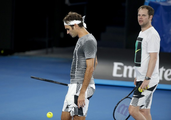 epa05714139 Roger Federer of Switzerland (L) with his coach Severin Luethi (R) during a practice session at Rod Laver Arena ahead of the Australian Open Tennis tournament in Melbourne, Australia, 13 January 2017. The Australian Open tennis tournament will run from 16 to 29 January 2017.  EPA/LYNN BO BO