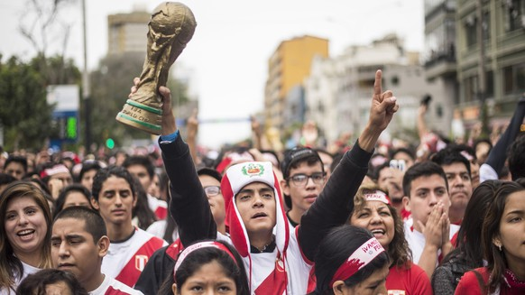 epa06814396 Fans of Peru's national soccer team watch a live broadcast of the FIFA World Cup 2018 match between Peru and Denmark at the Miraflores district in Lima, Peru, 16 June 2018.  EPA/STR
