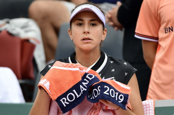 epa07602867 Belinda Bencic of Switzerland plays Jessika Ponchet of France during their women's first round match during the French Open tennis tournament at Roland Garros in Paris, France, 26 May 2019.  EPA/CAROLINE BLUMBERG
