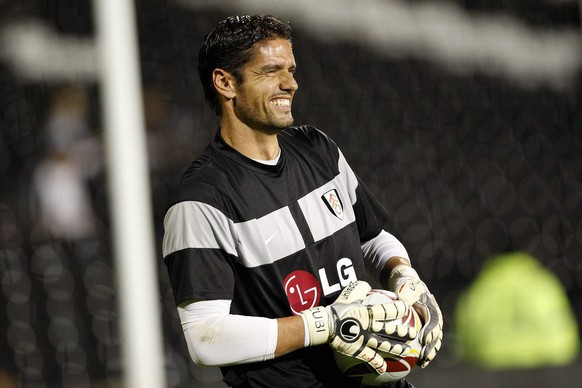 Fulham FC goalkeeper Pascal Zuberbuehler is pictured during warming up prior to the UEFA Europa League Group E soccer match between Great Britain's Fulham FC and Switzerland's FC Basel at the Craven Cottage stadium in London, Great Britain, Thursday, October 1, 2009. (KEYSTONE/Partick B. Kraemer)
