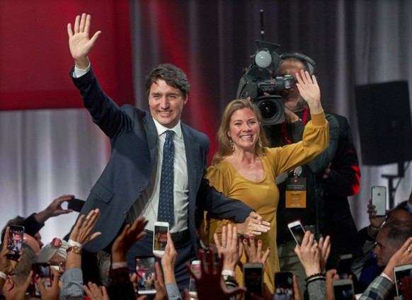 epa08291001 (FILE) - Canadian Prime Minister and Liberal Party leader Justin Trudeau (L) and his wife, Sophie Gregoire Trudeau (R), wave to the crowd after a victory speech in Montreal, Quebec, Canada, 22 October 2019 (reissued 13 March 2020). According to media reports on 12 March 2020, Sophie Gregoire Trudeau tested positive for coronavirus, which causes the disease COVID-19. Her husband Canadian Prime Minister Justin Trudeau placed himself in isolation, and is showing no symptoms.  EPA/VALERIE BLUM