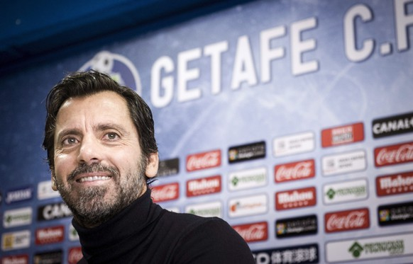 epa04547330 New head coach of Getafe, Spanish Quique Sanchez Flores, poses for photographers with a jersey featuring his name, during his official presentation in Madrid, Spain, 05 January 2015. Flores replaces Romanian Cosmin Contra, who resigned the previous day.  EPA/Luca Piergiovanni