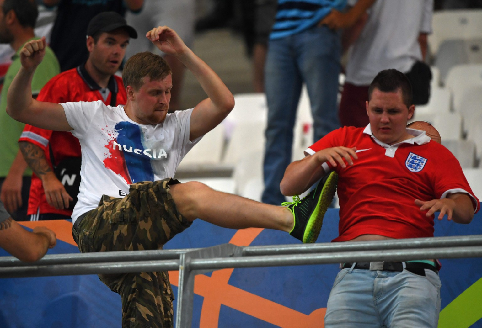 epa05358396 Russia supporters (L) clash with England supporters (R) in the stands during the UEFA EURO 2016 group B preliminary round match between England and Russia at Stade Velodrome in Marseille, France, 11 June 2016.