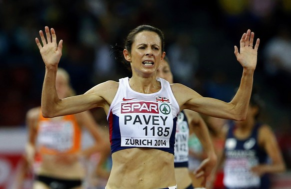 Jo Pavey of Britain celebrates winning the women's 10000 metres final during the European Athletics Championships at the Letzigrund Stadium in Zurich August 12, 2014. REUTERS/Arnd Wiegmann (SWITZERLAND  - Tags: SPORT ATHLETICS)