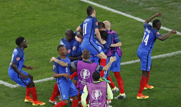 France's players celebrate after Antoine Griezmann scored his side's second goal during the Euro 2016 semifinal soccer match between Germany and France, at the Velodrome stadium in Marseille, France, Thursday, July 7, 2016. (AP Photo/Michael Sohn)
