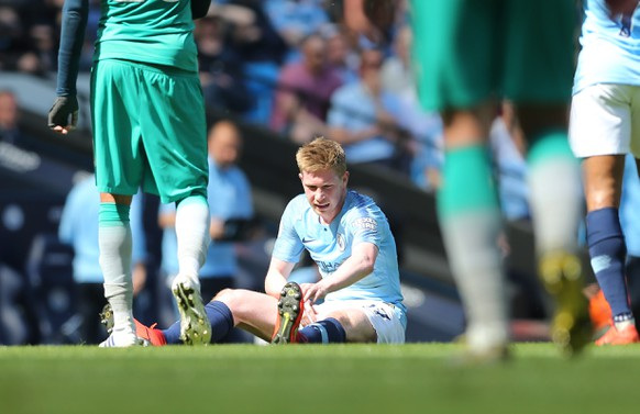 epa07517329 Manchester City's Kevin de Bruyne (C) reacts during the English Premier League soccer match between Manchester City and Tottenham Hotspur at the Etihad Stadium in Manchester, Britain, 20 April 2019.  EPA/NIGEL RODDIS EDITORIAL USE ONLY. No use with unauthorized audio, video, data, fixture lists, club/league logos or 'live' services. Online in-match use limited to 120 images, no video emulation. No use in betting, games or single club/league/player publications.